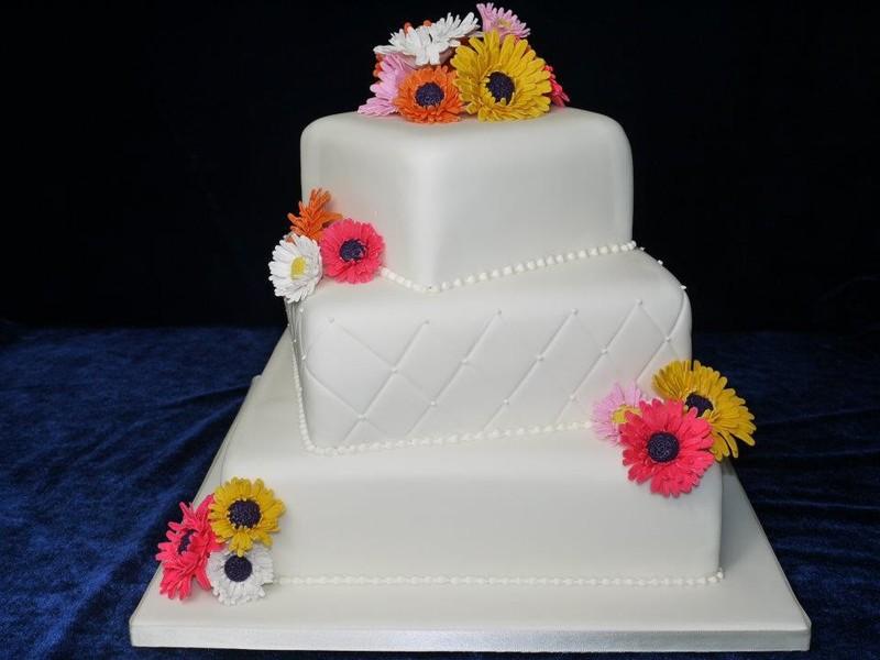 What Size Wedding Cake Do I Need: Shelly's Cake Creations
